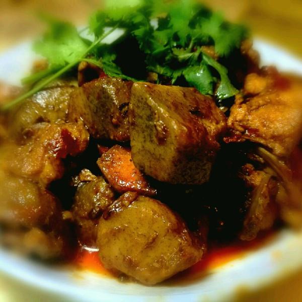 张氏•乡味芋儿烧鸡的做法