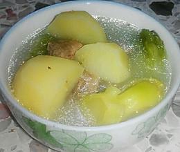 春季土豆芥菜排骨汤的做法