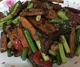 湖南口味菜⋯香干炒腊肉(加蒜薹、盐辣椒)的做法