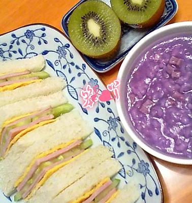 中西合璧早餐——三明治&紫薯粥