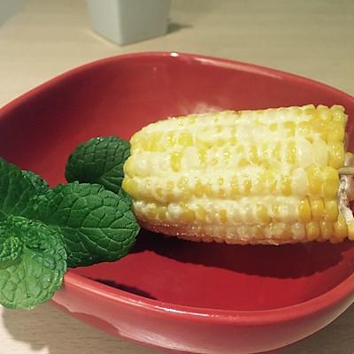 沙拉醬烤香甜玉米