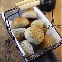 黑芝麻小圆面包
