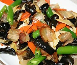 木耳杏鲍菇炒腊肉的做法