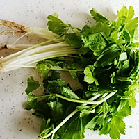 芹菜炒牛肝菌的做法图解1
