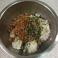 海苔肉松芝心饭团的做法图解2