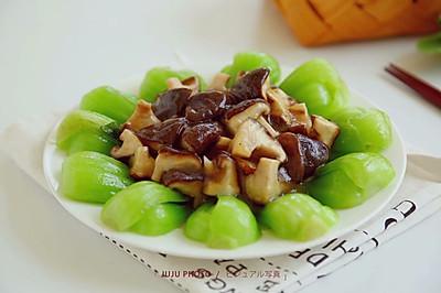颜值与美味并存的香菇炒油菜