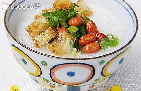 夏季美食 花生鱼蓉粥的做法