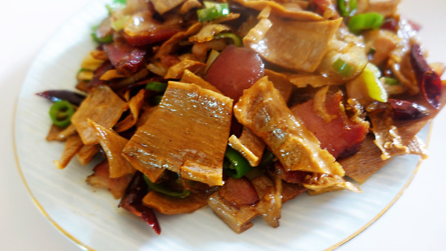 笋干炒腊肉的做法