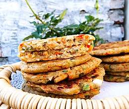 #带着零食去旅行!#香煎胡萝卜香肠土豆饼的做法