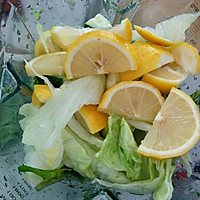 自制排毒果蔬汁的做法图解1