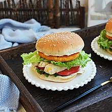 #秋天怎么吃# 鸡肉玉米香肠汉堡