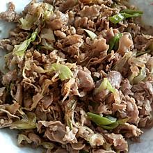 葱爆羊肉(用最简单的调料做出好吃的老北京家常味儿)