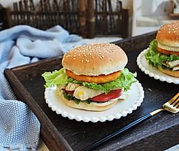 #秋天怎么吃# 鸡肉玉米香肠汉堡的做法