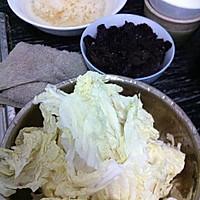 黑白耳配大白菜的做法图解1