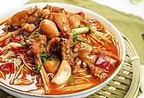 极妙厨房丨泡椒牛蛙汤面的做法