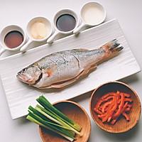 吃好一条鱼?是煎、是炸、是炖?葱油鲈鱼,请跟我来学哦!的做法图解1