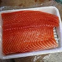 煎炒三文鱼的做法图解1