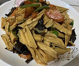 腐竹炒木耳(黑与黄的融合)的做法
