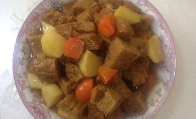 红烧土豆烤麸