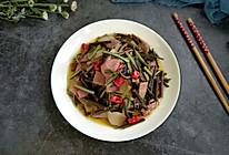 蕨菜炒腊肉的做法