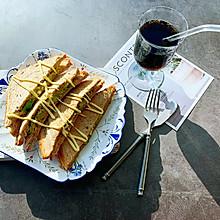 #福气年夜菜#热压牛油果鸡蛋奶酪三明治