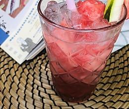 西瓜草莓气泡水#豆果VLOG美食挑战赛#的做法