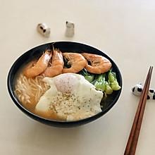 鲜虾青菜面
