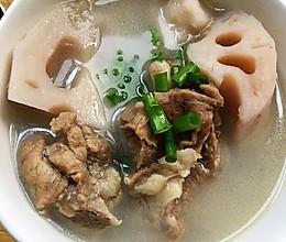 奶白排骨炖藕汤的做法