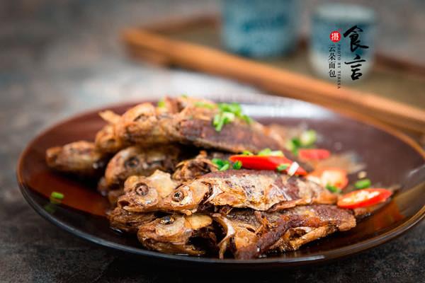 老北京酥鲫鱼——谁吃谁知道的做法