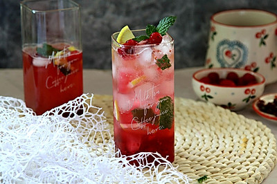 蔓越莓柠檬冰饮