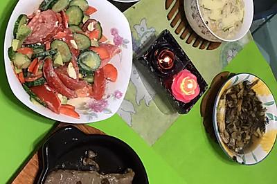 牛油果沙拉加牛排加青菜加炖蛋加咸菜小黄鱼