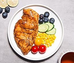 水煎鸡胸肉,酱香好味又低脂的减脂餐 #321沙拉日#的做法