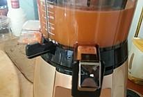 胡萝卜卷心菜苹果汁的做法