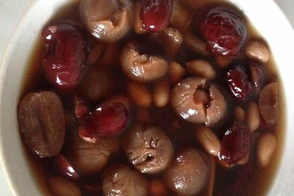 桂圆红枣花生汤的做法