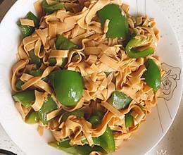新手快餐之素炒干豆腐,怕辣怕荤的尖椒干豆腐的做法