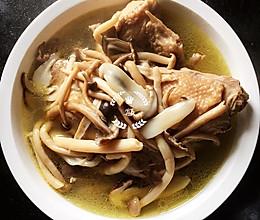 """鲜美可口""""鲜香菌炖鸡汤""""的做法"""