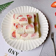 #一道菜表白豆果美食#酸甜可口的草莓牛奶小方