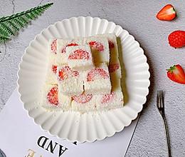 #一道菜表白豆果美食#酸甜可口的草莓牛奶小方的做法