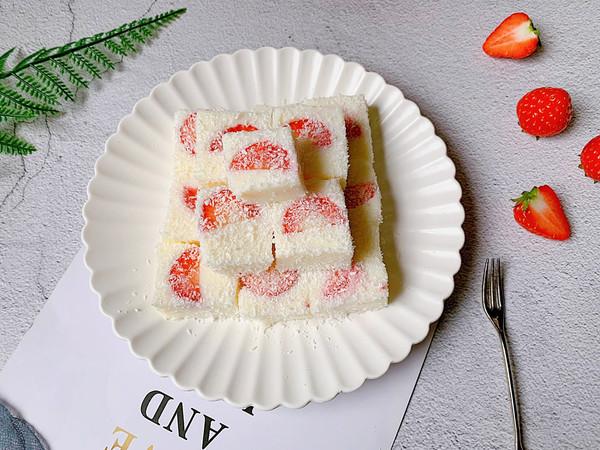 酸甜可口的草莓牛奶小方的做法
