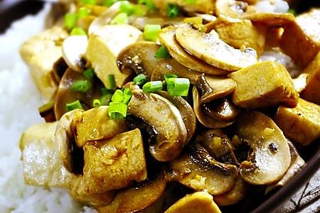 口蘑豆腐饭的做法