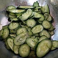黄瓜肉片的做法图解1