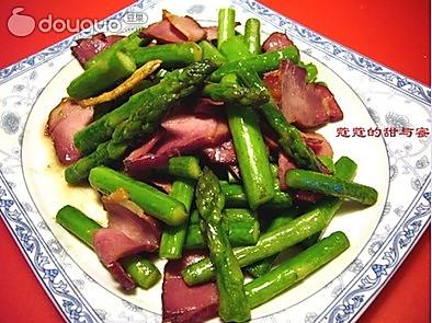 芦笋炒腊肉的做法