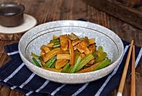 素鸡烩芹菜的做法