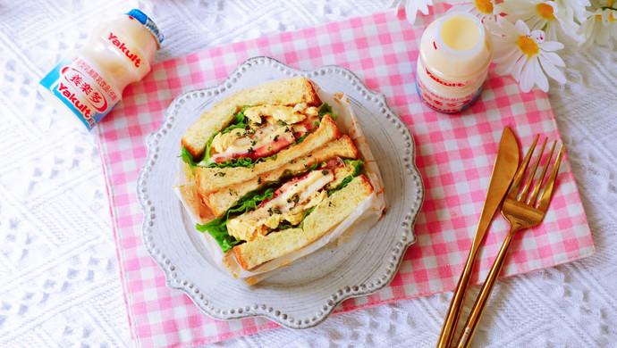 畅快早餐,元气满满一整天  ~黑椒鸡胸肉厚蛋三明治