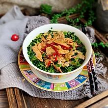#快手又营养,我家的冬日必备菜品#酸辣鸡丝荞麦面