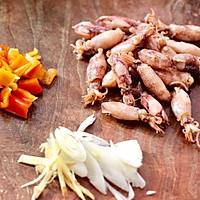 #憋在家里吃什么#金针菇豆腐鱿鱼煲的做法图解2