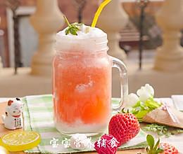 奶盖草莓柠檬汁