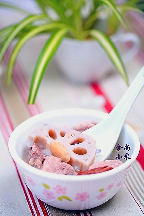 鲜藕根瘦肉抗敏汤的做法