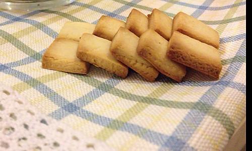 【可爱便携的随身小零食】牛奶方块的做法