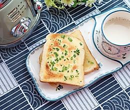 #吃货打卡季# 葱香黄油吐司片的做法